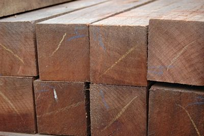 Hardhouten paal gepunt 70x70mm 305cm