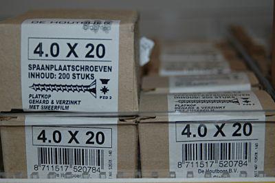 Spaanplaatschroef platkop verzinkt 4.0x20  200 stuks